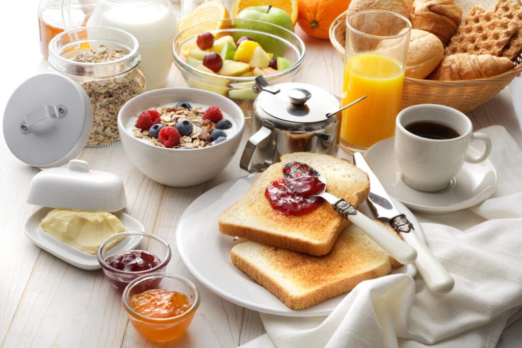produtos para cesta de café da manhã