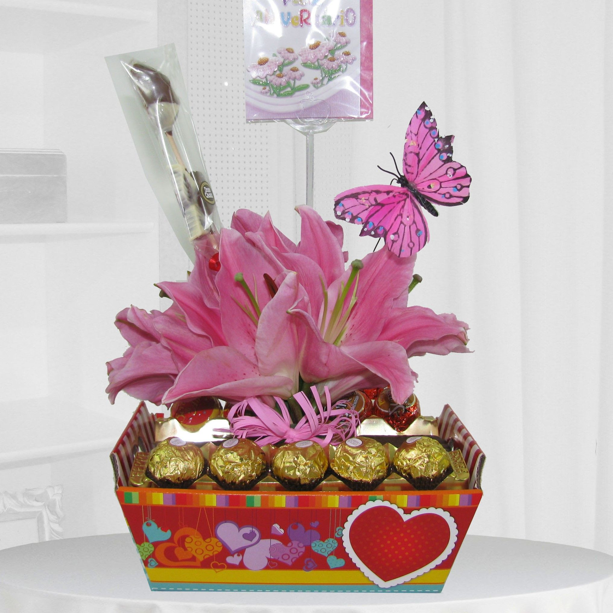 cesta com carinho lírio