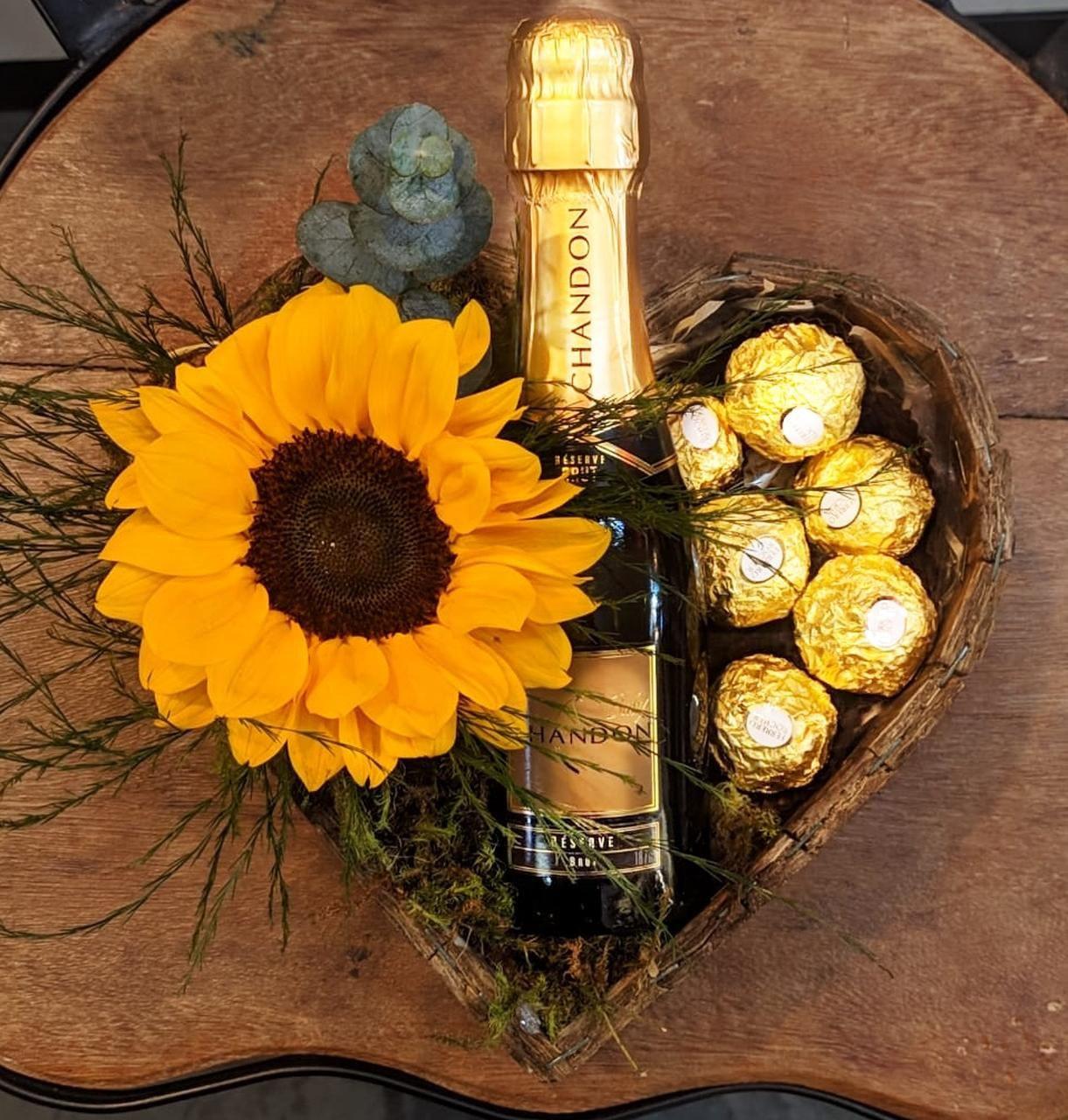 Arranjo de girassol com chocolates - Entrega em BH