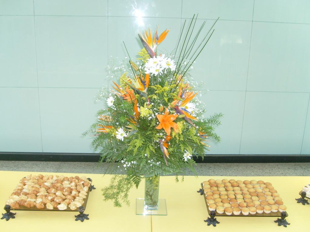 Aparador de mesa de lírios para buffet
