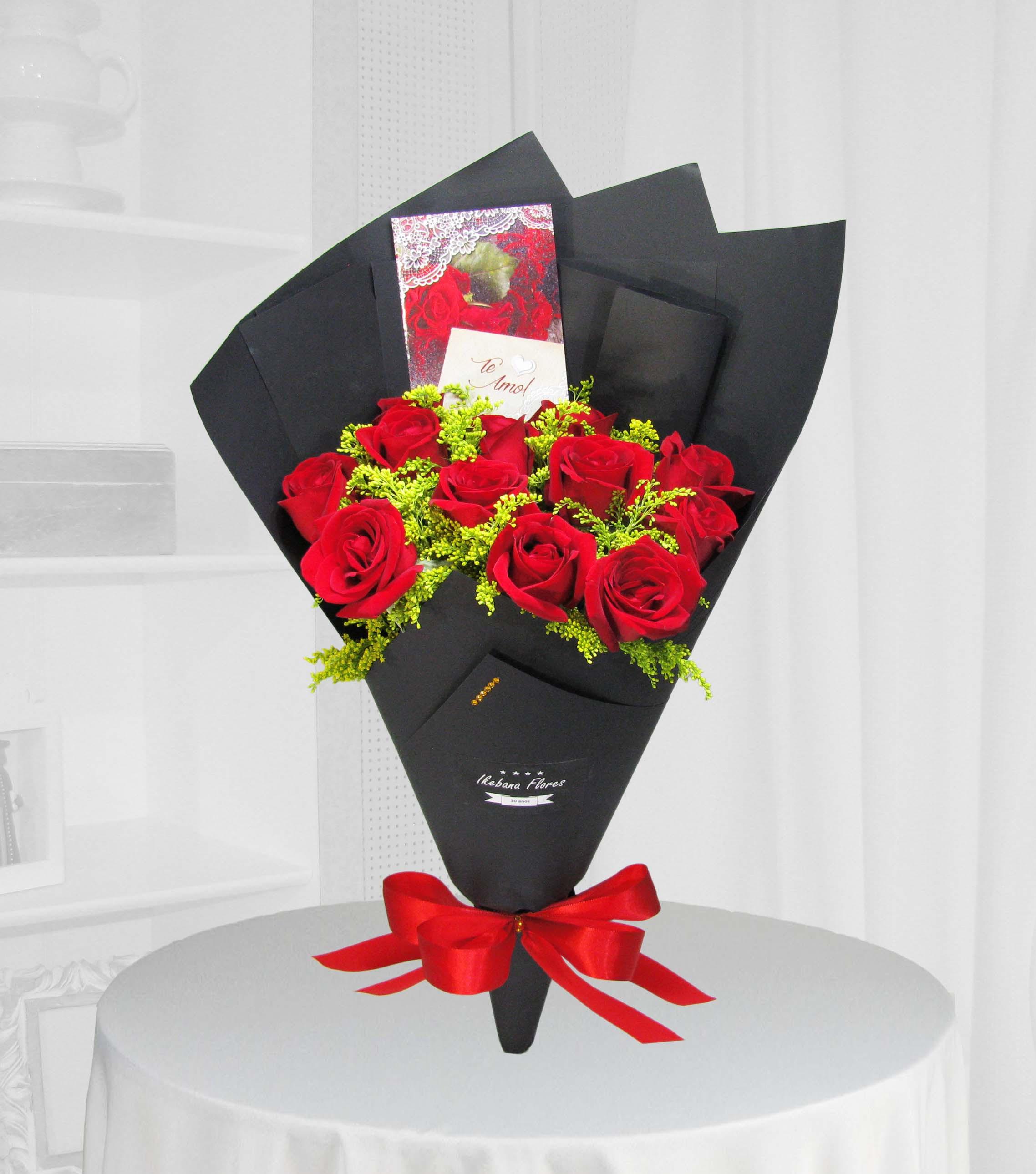 Buquê de luxo com rosas vermelhas