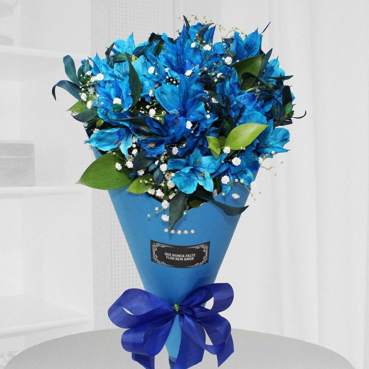 Ramalhete cone astromélia azul