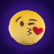 Pelúcia emoji beijinho