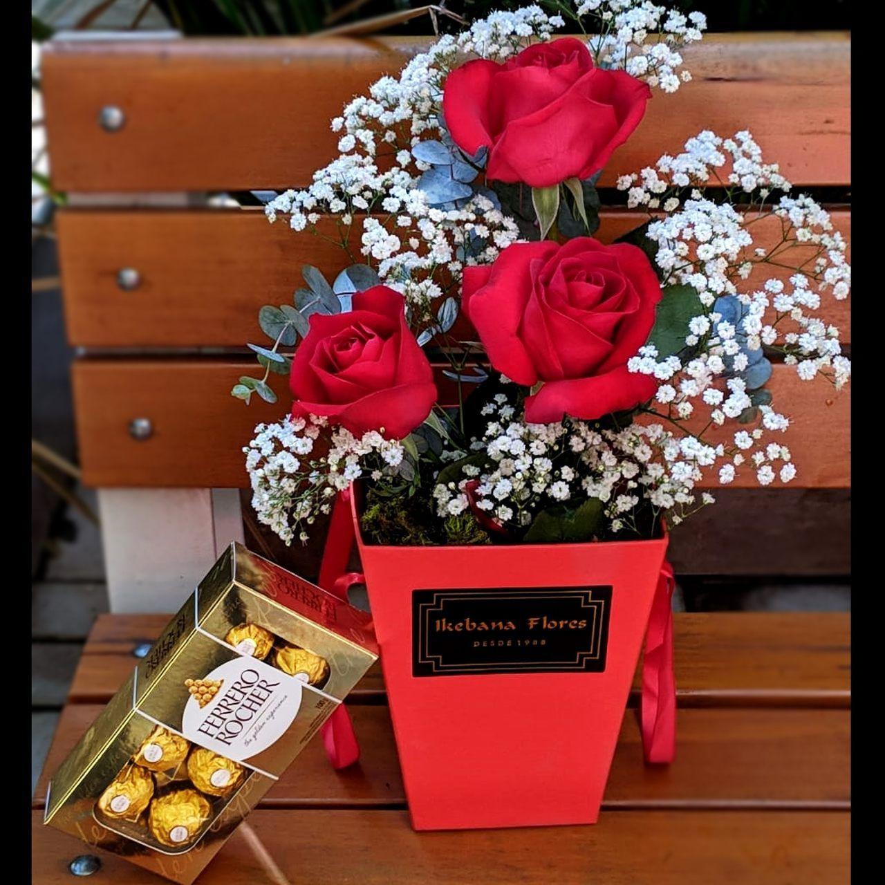 Caixa de rosas e Ferrero