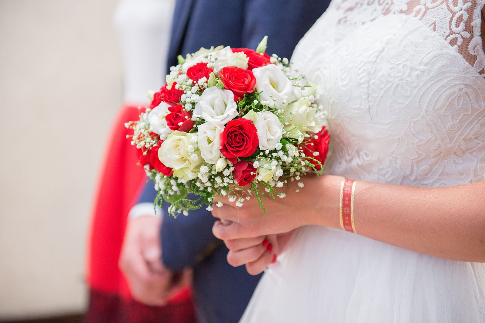 Buquê de noiva rosas e lizianthus