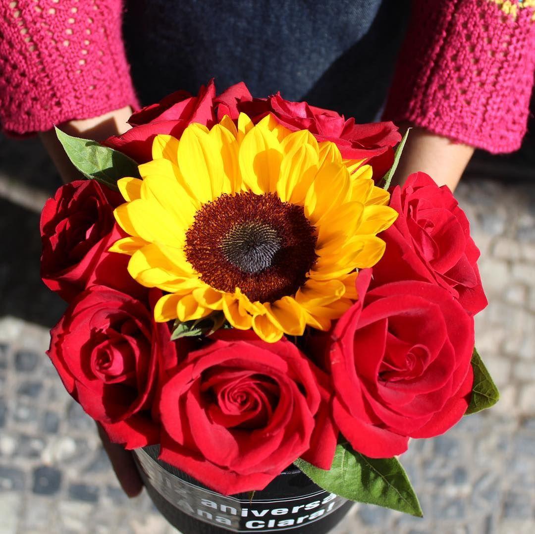 Arranjo de rosas e girassol no pote - Flores bh